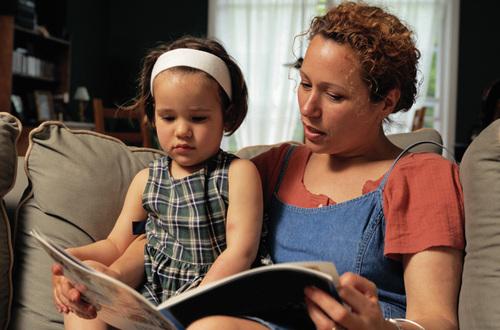 Почему полезно читать детям сказки на ночь