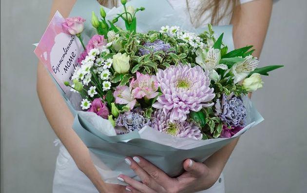 Выбираем цветы в подарок для мамы