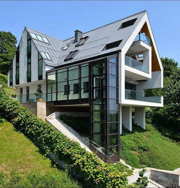 Строительство дома на склоне: рекомендации, опасения