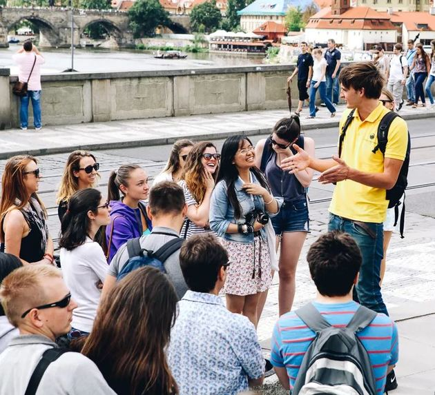 Гиды и переводчики: обязательный атрибут любого путешествия