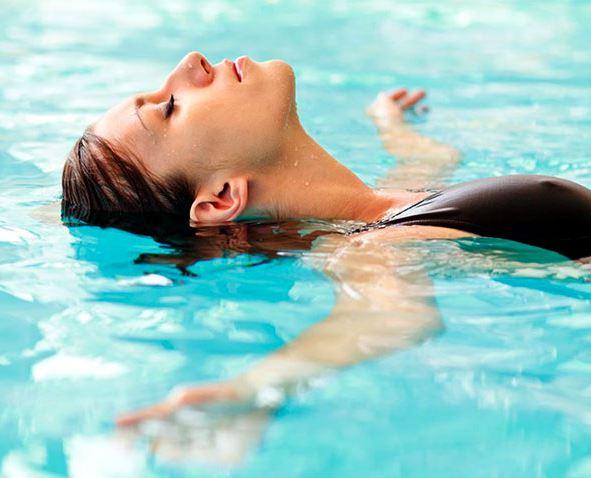 6 мифов о плавании с нарощенными ресницами