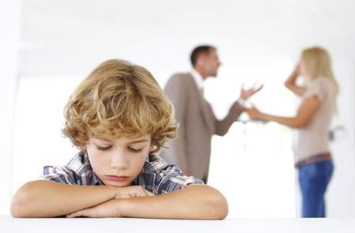 Как помочь ребенку, когда родители разводятся?