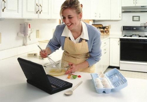 Домохозяйка - женщина занимающаяся домашней работой и управлением семьи